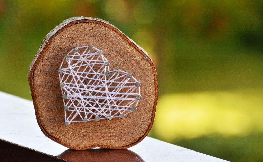 wood-string-heart
